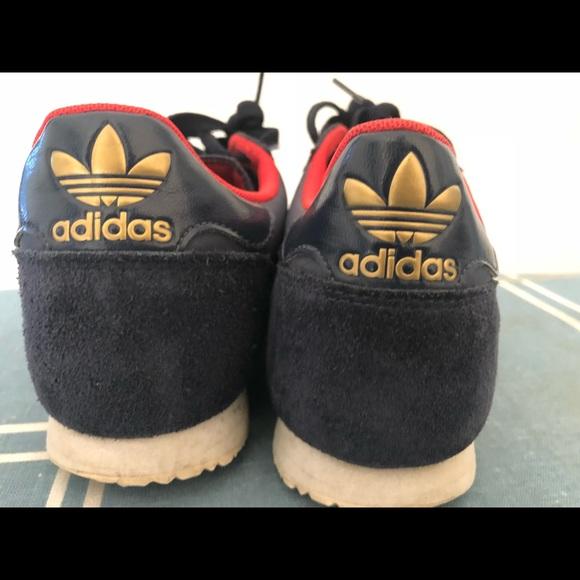 74% de descuento en zapatillas adidas la marca aux 3 Bandes corriendo zapatos poshmark